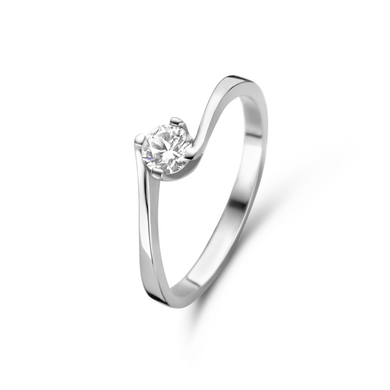 Zilveren solitaire ring gezet met zirkonia steen van 4mm